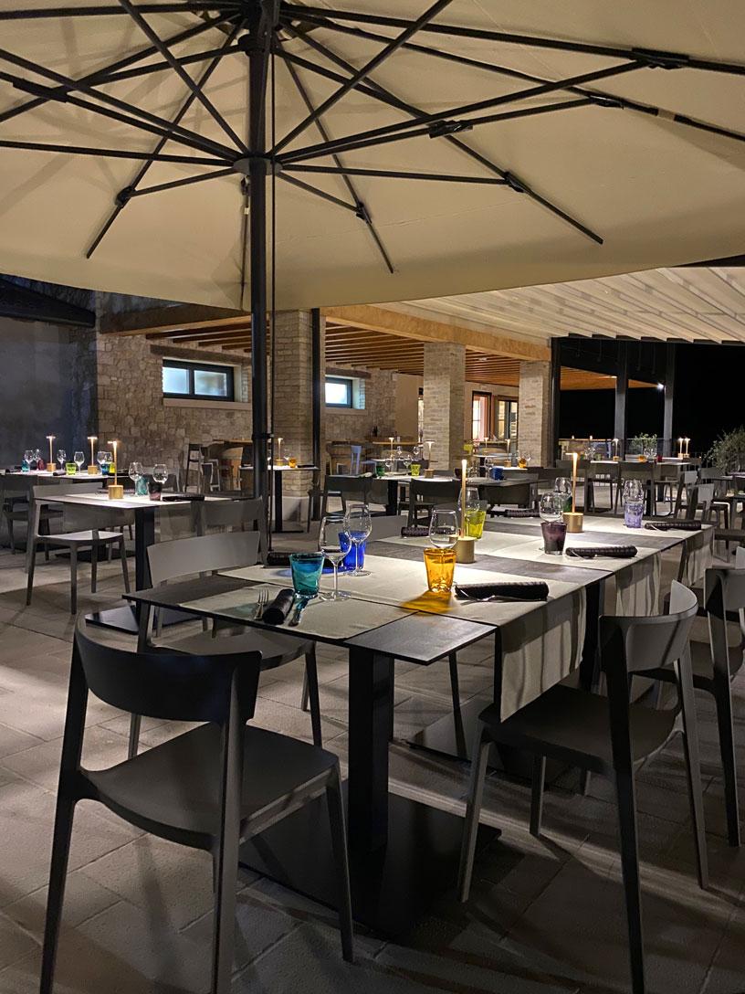 Terrazza-estiva-aperto-ristorante-terrarossa-caneva