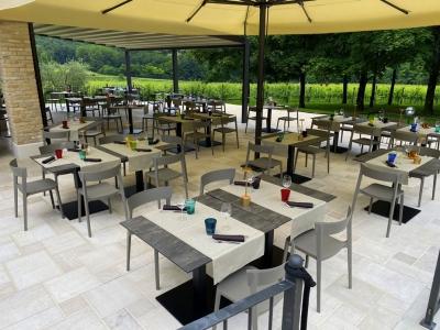 Terrazza-estiva-ristorante-TerraRossa-Caneva