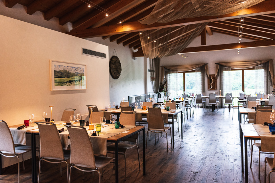 Locale-interno-sala-Ristorante-agrituristico-TerraRossa-Caneva