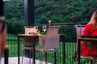 terrazza-esterna-ristorante-agriturismo-TerraRossa-Caneva